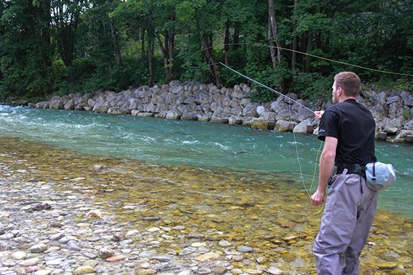 Die Fischerei an Strömungskanten oder Steinfeldern erweist sich als am erfolgreichsten.